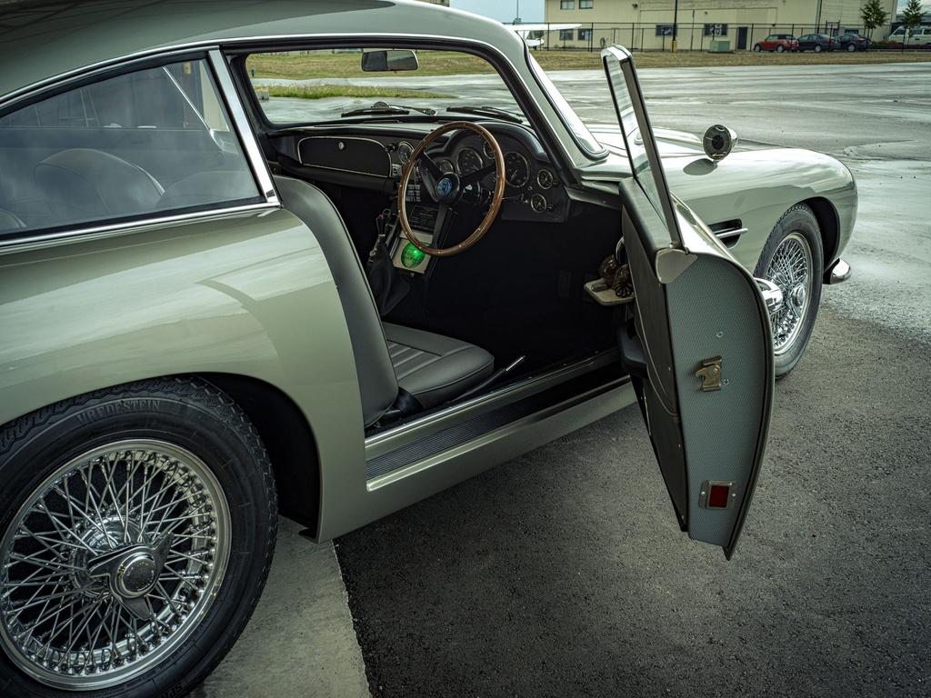 xe Aston Martin cua James Bond anh 6