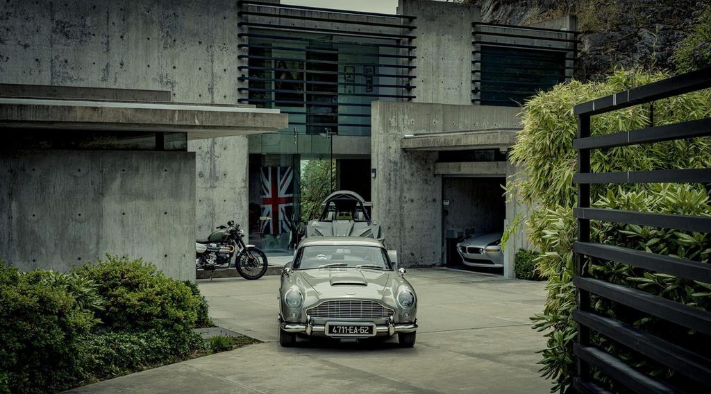 xe Aston Martin cua James Bond anh 8
