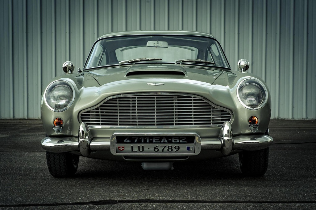 xe Aston Martin cua James Bond anh 3