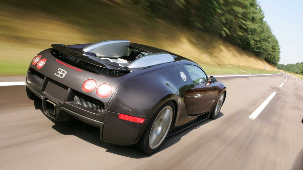 15 nam truoc, ong hoang toc do Bugatti Veyron lap ky luc dau tien hinh anh 4 bugatti_veyron_15th_year_since_breaking_the_250_mph_barrier_5.jpg