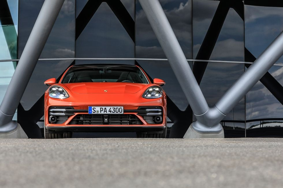 Porsche Panamera Turbo ra mat,  kha nang tang toc vuot troi anh 1