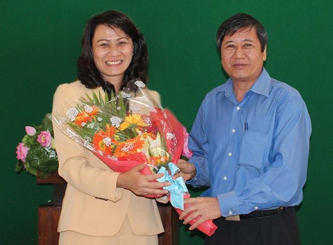 'Hy vong lanh dao moi se la nhac truong tai nang' hinh anh 3 Bà Nguyễn Thị Thu (trái), Chủ tịch Liên đoàn lao động TP HCM.