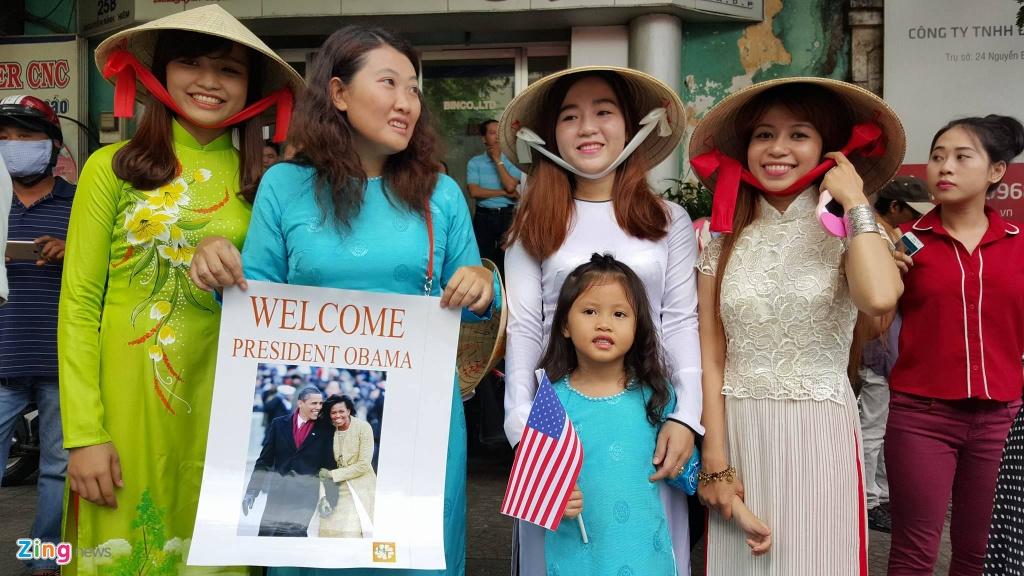 Hang tram ban tre Sai Gon xep hang tu sang som cho ong Obama hinh anh 6
