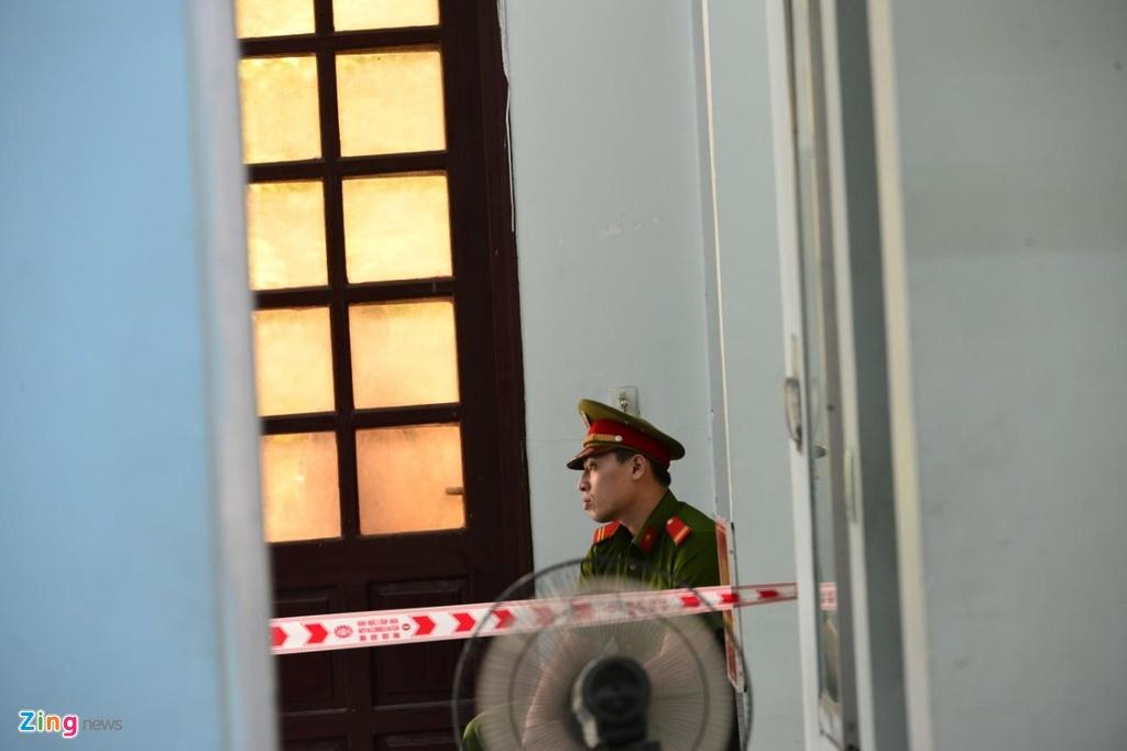An ninh siet chat trong va ngoai phien toa xu kin Nguyen Huu Linh hinh anh 12