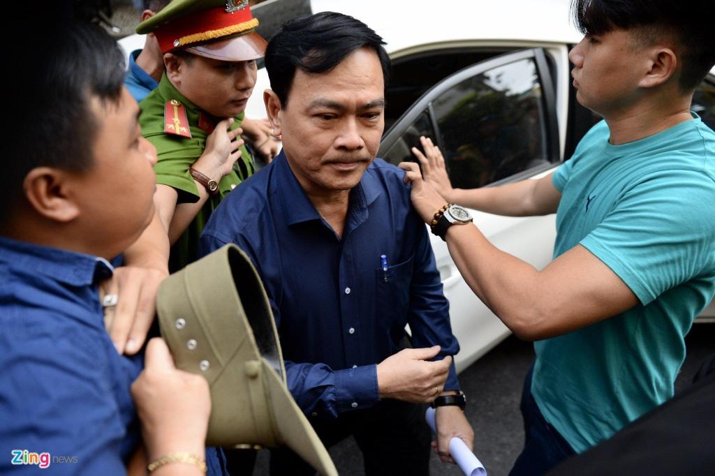 An ninh siet chat trong va ngoai phien toa xu kin Nguyen Huu Linh hinh anh 4