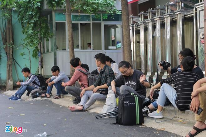 An ninh siet chat trong va ngoai phien toa xu kin Nguyen Huu Linh hinh anh 9
