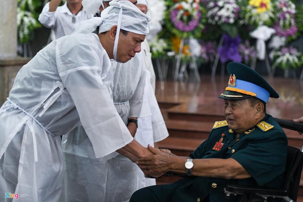 Nguyen Van Bay - phi cong anh hung, lao nong binh di hinh anh 4