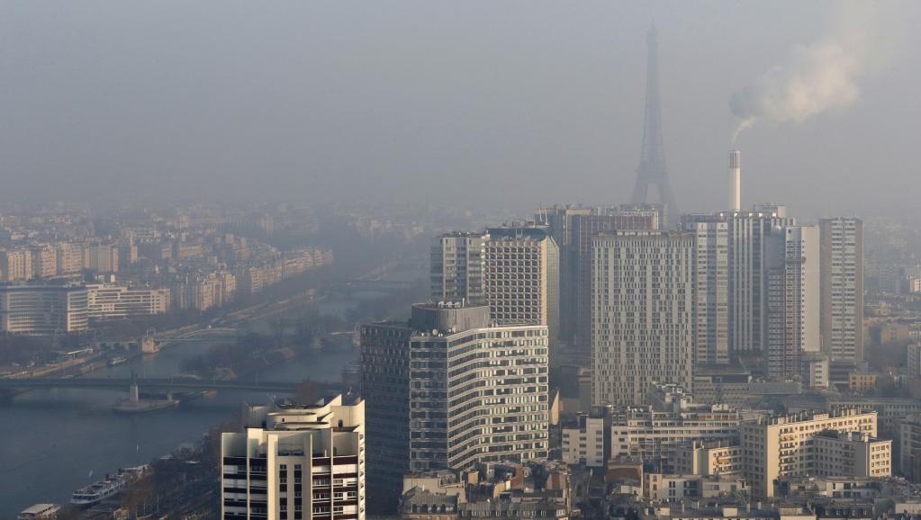 O nhiem khong khi muc nguy hai, tre em co duoc nghi hoc? hinh anh 2 2017-01-23t105632z_1489304952_lr1ed1n0udxjv_rtrmadp_3_france-pollution-paris.jpg