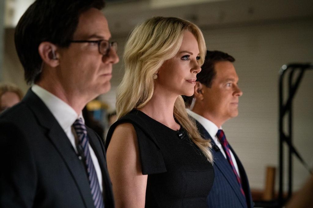 Bản thân Fox News là một nhân vật phản diện trong phim, và Bombshell xem ra hơi sa đà vào việc chỉ trích kênh truyền thông này.