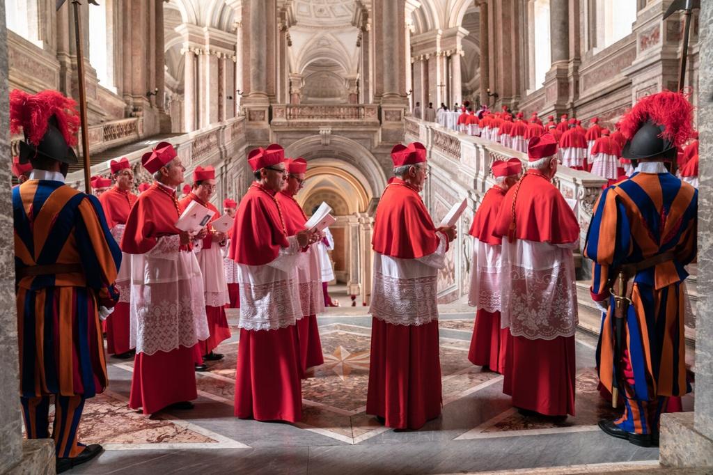 'The Two Popes' - dang sau su kien gay chan dong tai Vatican hoi 2013 hinh anh 1 008.jpg