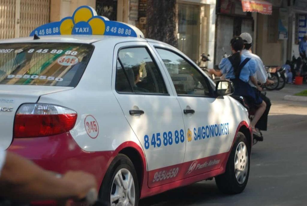 Taxi Saigontourist lao dao vi no thue hinh anh 1