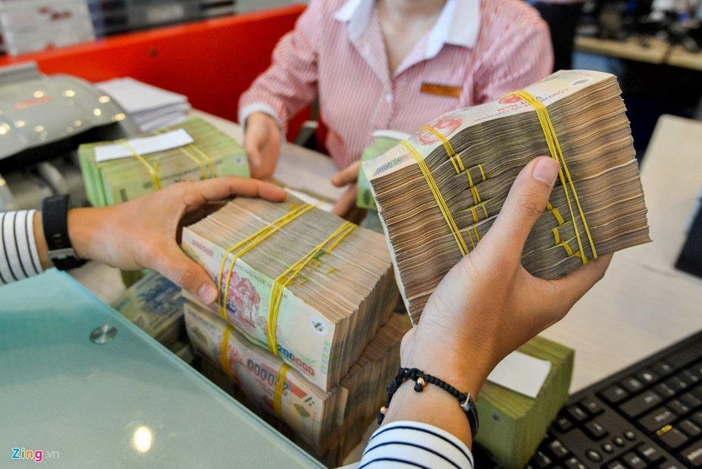 Nhiều ngân hàng tăng lãi suất, nên gửi tiền vào đâu?