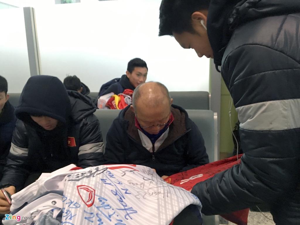 Chuyen co rieng don U23 Viet Nam ve nuoc hinh anh 12