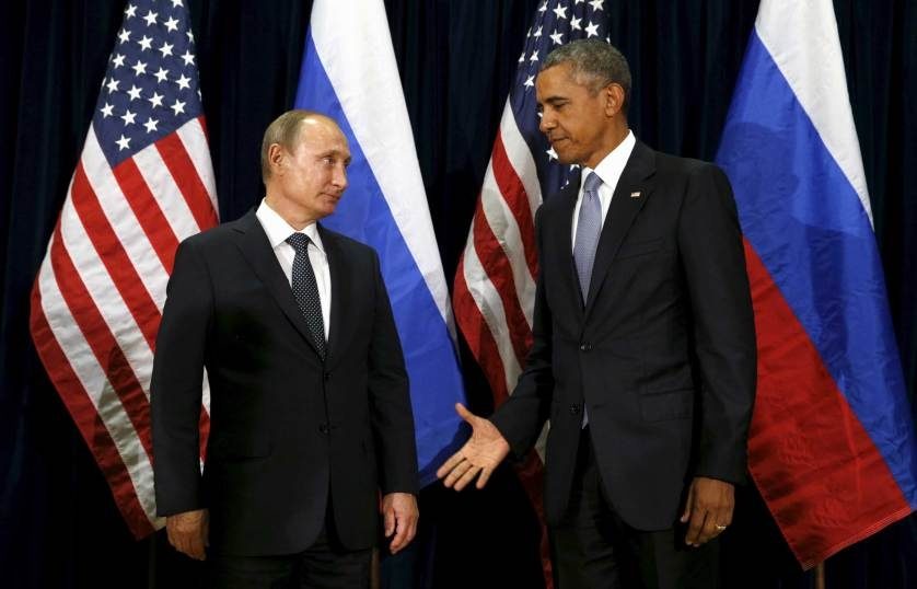 Chu tich FIFA duoi con mua tien vao top anh noi bat cua TIME hinh anh 1  U.S. President Barack Obama extends his hand to Russian President Vladimir Putin during their meeting at the United Nations General Assembly in New York, N.Y. Sept. 28, 2015.