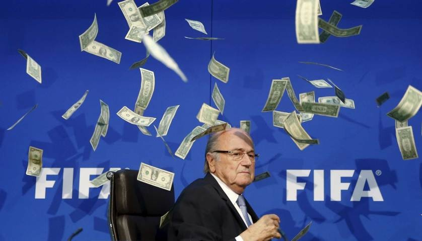 Chu tich FIFA duoi con mua tien vao top anh noi bat cua TIME hinh anh 2 British comedian known as Lee Nelson (unseen) throws banknotes at FIFA President Sepp Blatter as he arrives for a news conference after the Extraordinary FIFA Executive Committee Meeting at the FIFA headquarters in Zurich, Switzerland, July 20, 2015.