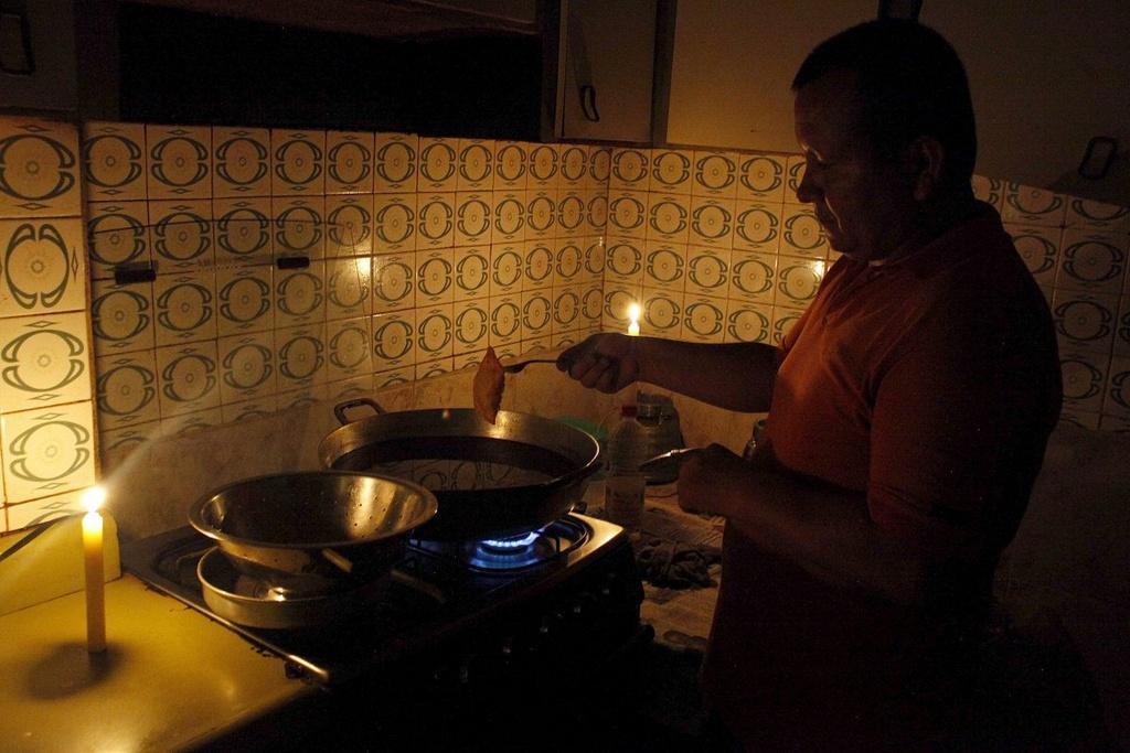 Venezuela: Tu 'thien duong dau mo' toi day khung hoang hinh anh 11