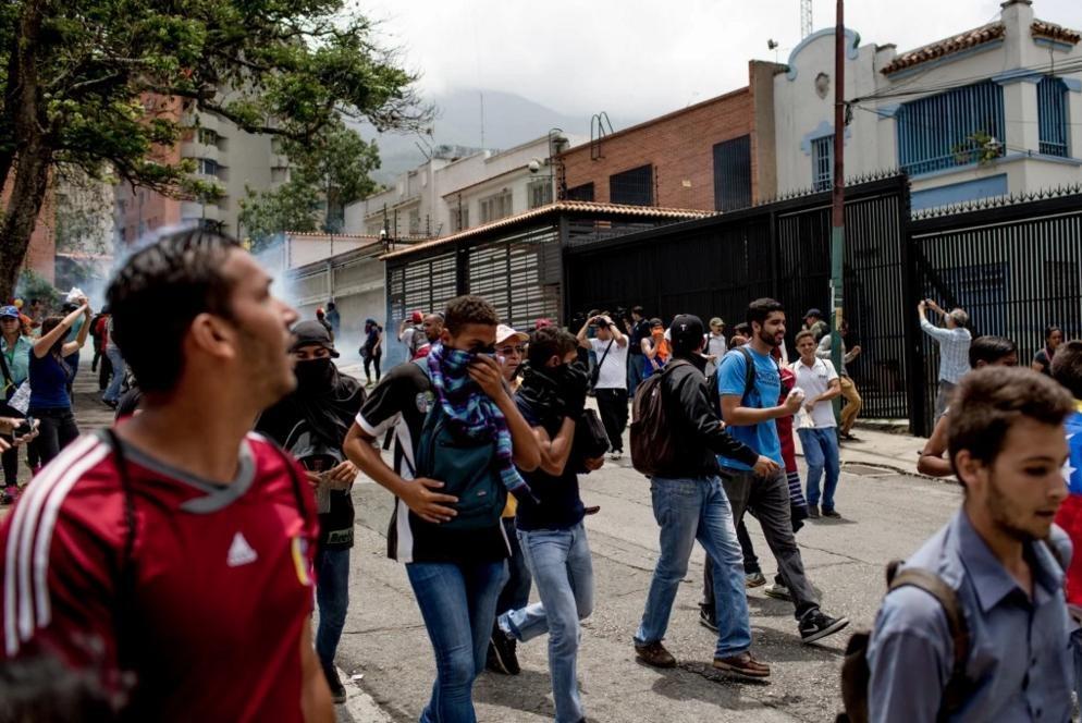 Nguoi Venezuela an xoai, khoai lang tru bua giua khung hoang hinh anh 13
