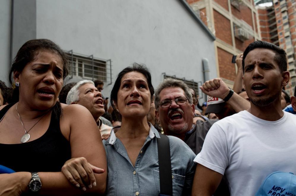 Nguoi Venezuela an xoai, khoai lang tru bua giua khung hoang hinh anh 4