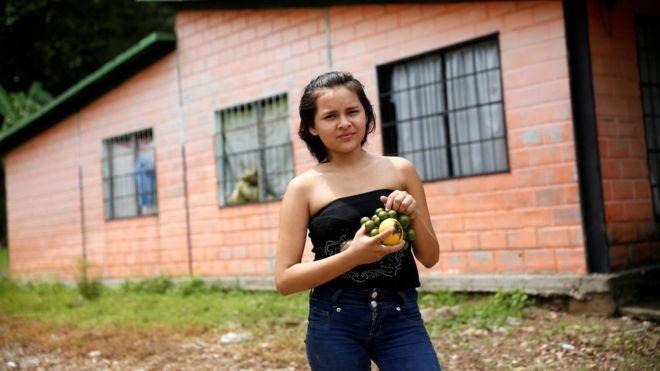 Nguoi Venezuela an xoai, khoai lang tru bua giua khung hoang hinh anh 8
