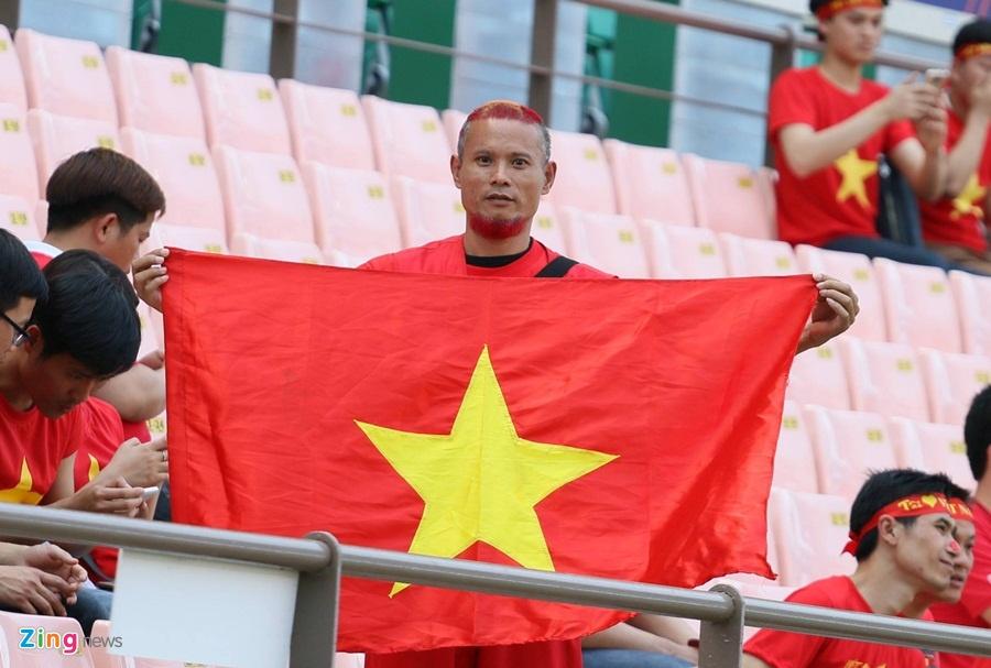 CDV Viet Nam so huu mai toc doc dao di Nga xem World Cup hinh anh 2