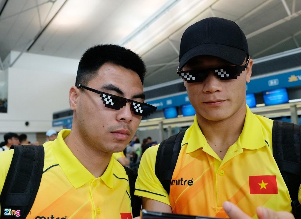 Thanh Chung lang le ra ve khi Olympic Viet Nam len duong du ASIAD hinh anh 4