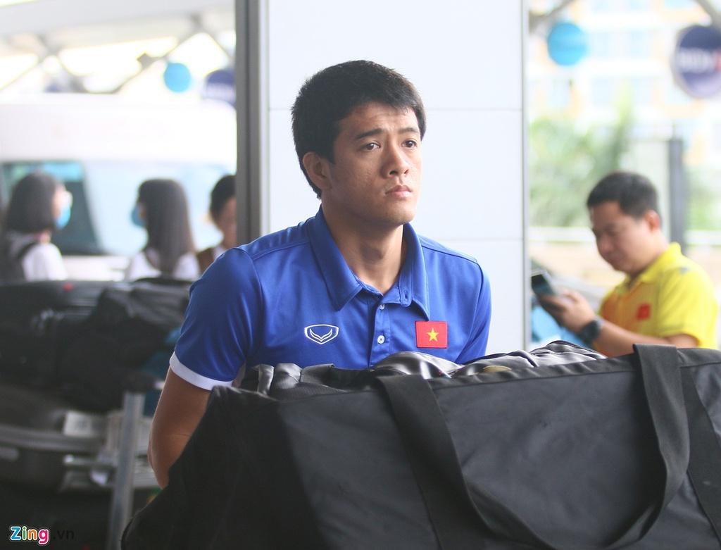 Thanh Chung lang le ra ve khi Olympic Viet Nam len duong du ASIAD hinh anh 7