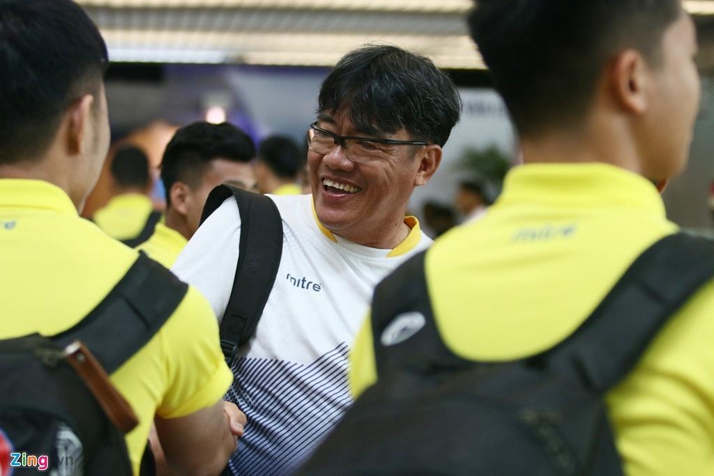 Thanh Chung lang le ra ve khi Olympic Viet Nam len duong du ASIAD hinh anh 8