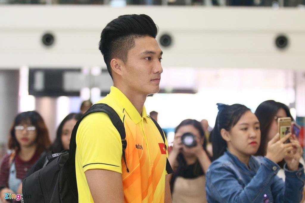 Thanh Chung lang le ra ve khi Olympic Viet Nam len duong du ASIAD hinh anh 9