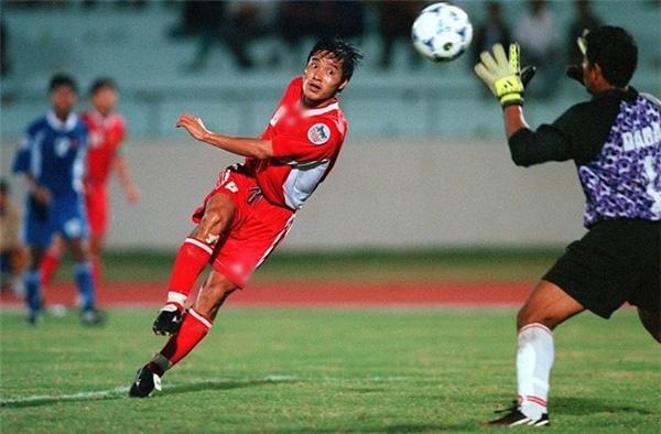 danh thu Indonesia,  Nguyen Hong Son,  ASIAD,  Rochy Putiray,  Doi tuyen Viet Nam,  Indonesia,  World Cup,  Diego Maradona,  Maradona anh 1