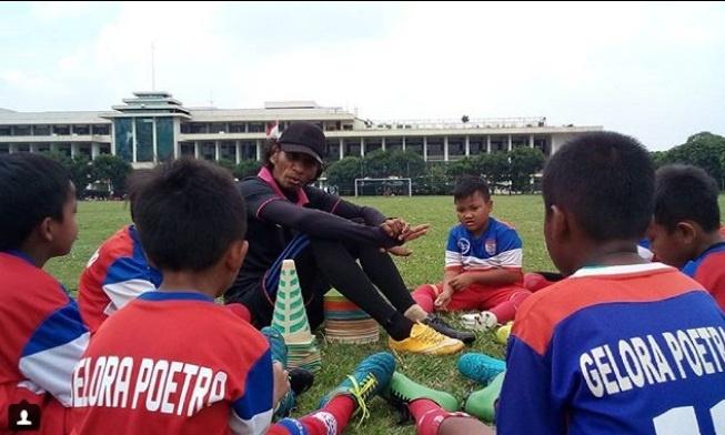 danh thu Indonesia,  Nguyen Hong Son,  ASIAD,  Rochy Putiray,  Doi tuyen Viet Nam,  Indonesia,  World Cup,  Diego Maradona,  Maradona anh 3