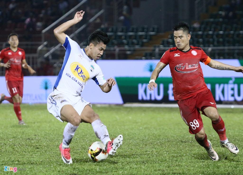 Xuan Truong va noi am anh chan thuong day chang o V.League hinh anh 1