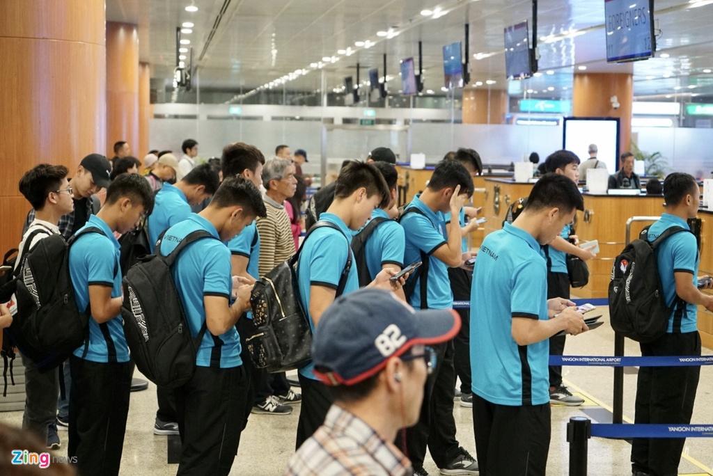 Thay tro ong Park Hang-seo theo doi tran Thai Lan khi vua den Myanmar hinh anh 6