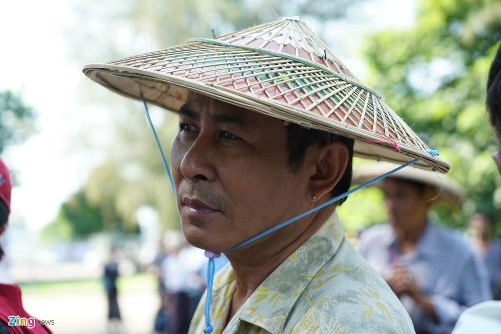 Nguoi dan Myanmar doi nang mua ve xem tran gap tuyen Viet Nam hinh anh 5