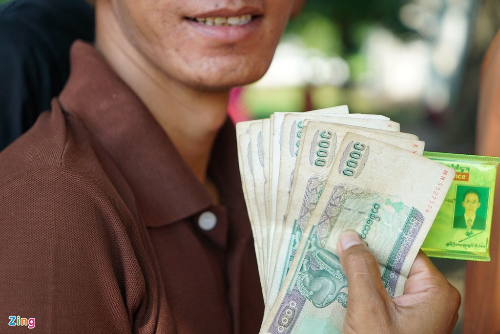 Nguoi dan Myanmar doi nang mua ve xem tran gap tuyen Viet Nam hinh anh 3
