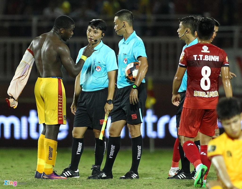 Ngoai binh cua CLB Thanh Hoa coi ao, chi mat trong tai FIFA hinh anh 2