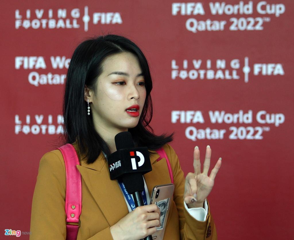 Nu phong vien xinh dep Trung Quoc muon gap Viet Nam o Asian Cup hinh anh 4