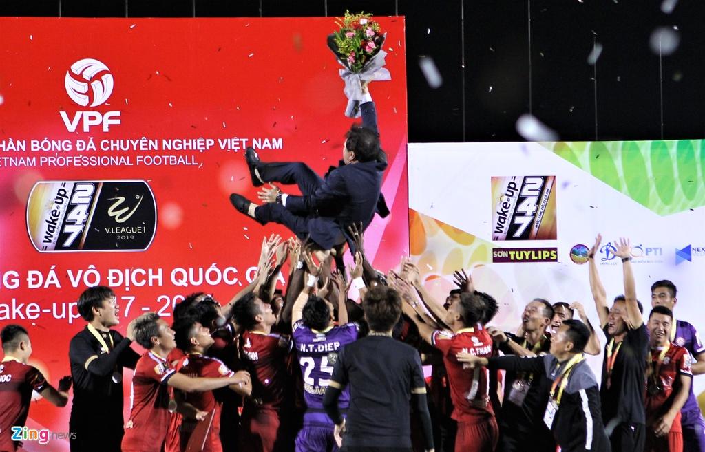 Cuu tro ly Guus Hiddink an mung danh hieu dau tien o V.League hinh anh 2