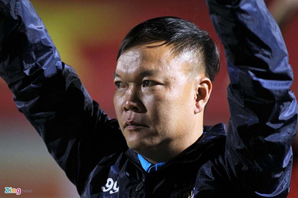 HLV Duong Hong Son an mung danh hieu quoc te dau tien hinh anh 5