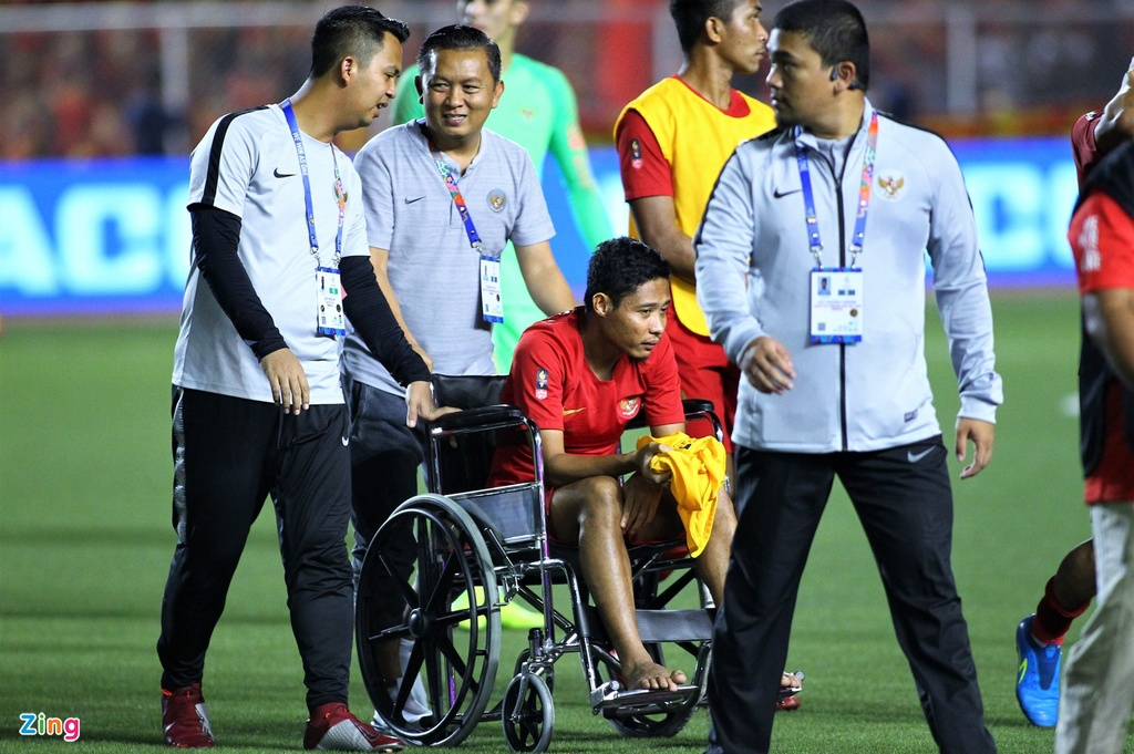 Van Hau dong vien Evan Dimas khi nhan huy chuong hinh anh 4