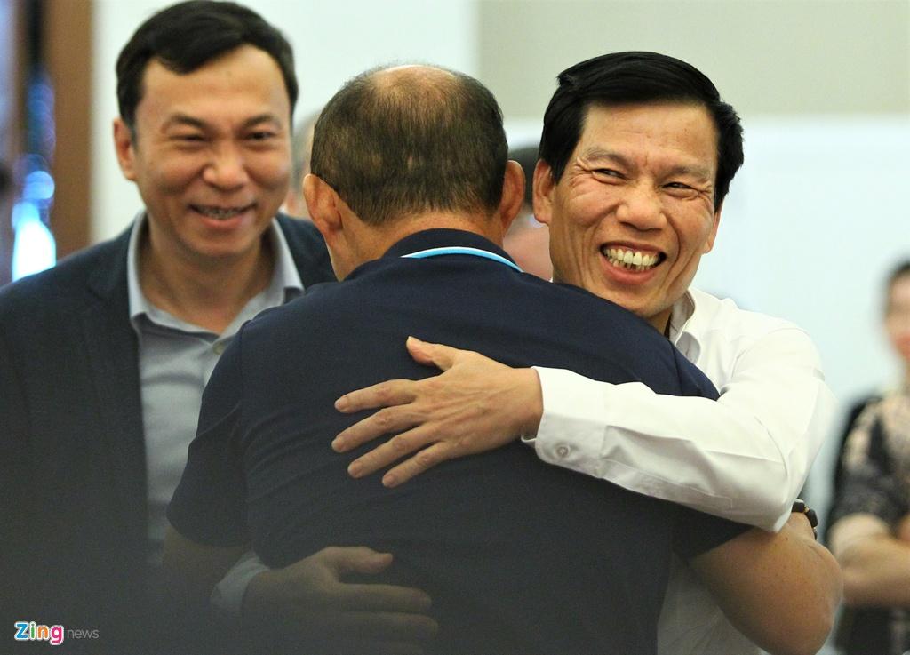 Ong Park ngai ngung khi duoc Bo truong moi len san khau hinh anh 2 bo_truong_u23_vietnam_2_zing.jpg