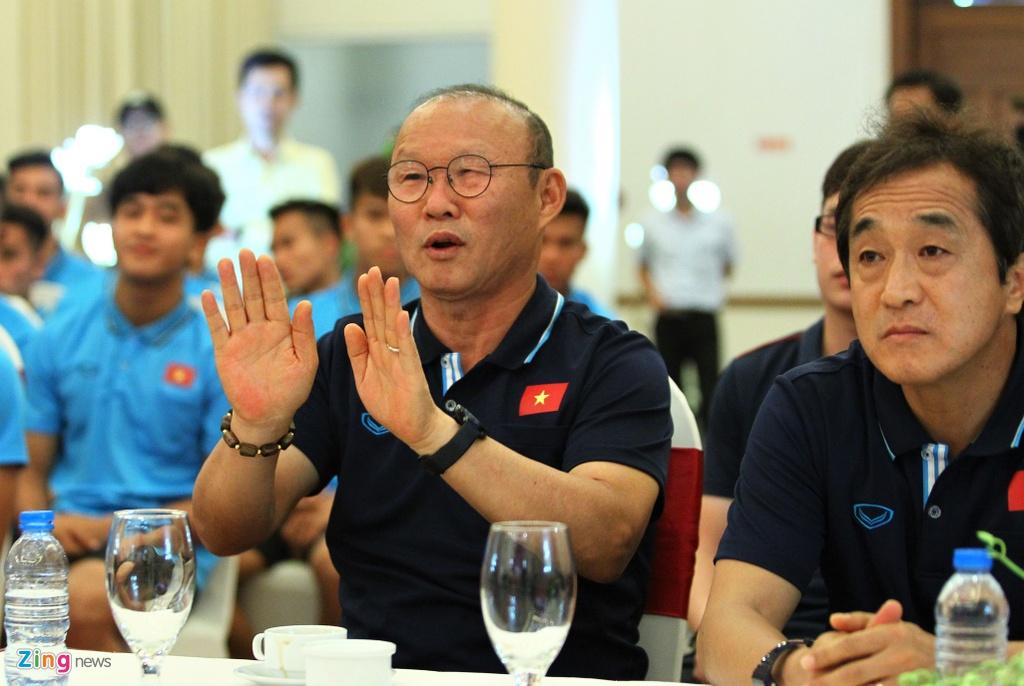 Ong Park ngai ngung khi duoc Bo truong moi len san khau hinh anh 3 bo_truong_u23_vietnam_4_zing.jpg