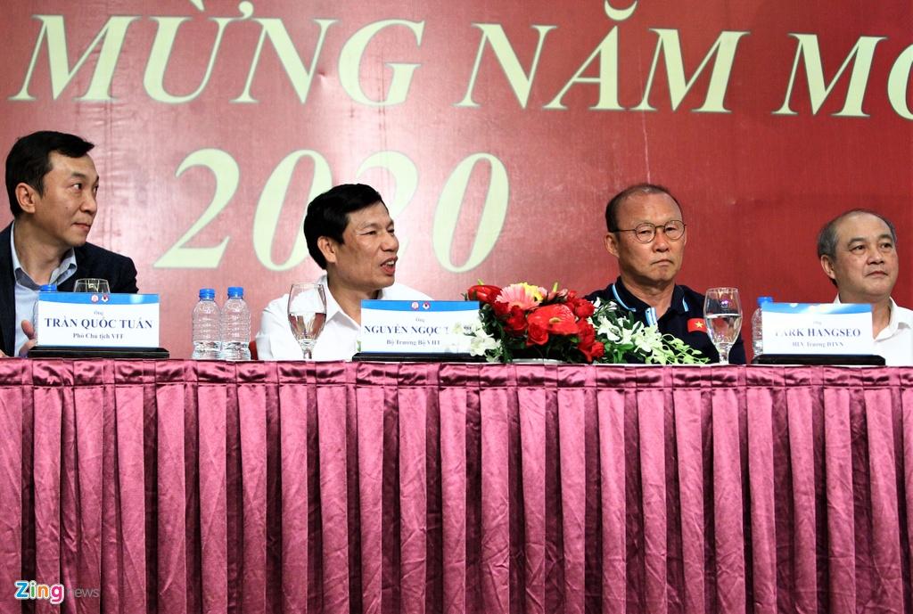 Ong Park ngai ngung khi duoc Bo truong moi len san khau hinh anh 4 bo_truong_u23_vietnam_6_zing.jpg