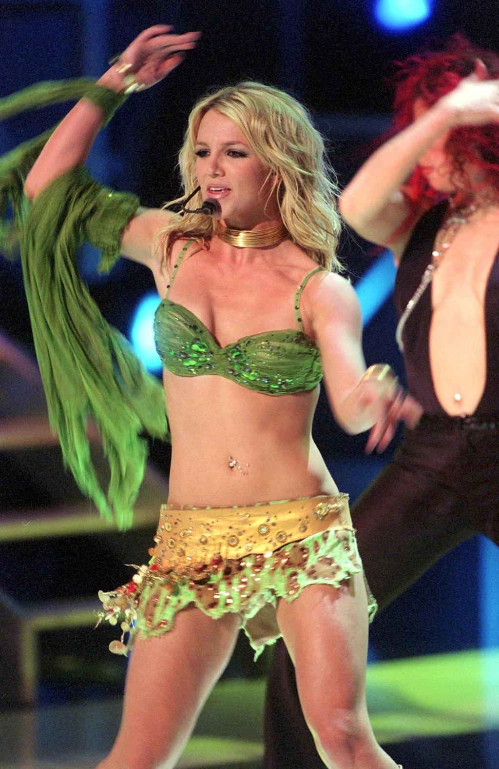 Britney Spears - cong chua nhac pop va cu truot dai trong su nghiep hinh anh 7 15.jpg