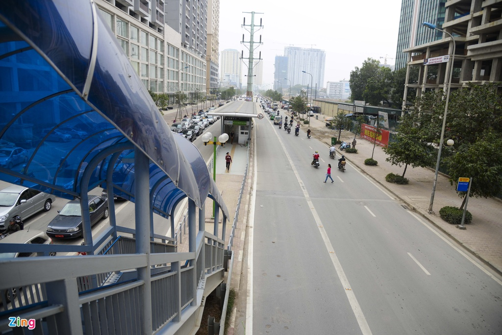 hanh khach lung tung tim loi ra vao BRT anh 1