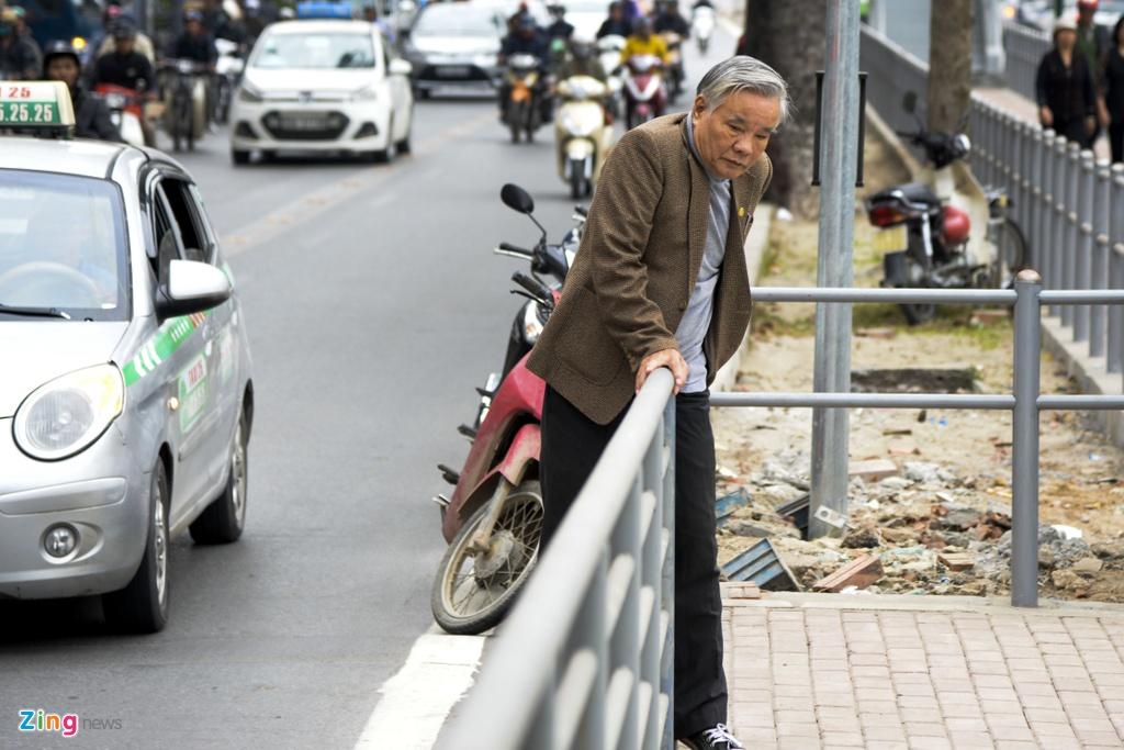 hanh khach lung tung tim loi ra vao BRT anh 4