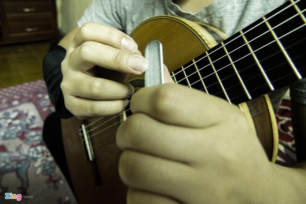 Tay guitar 9X cu phach doat nhieu giai thuong tren dat My hinh anh 3