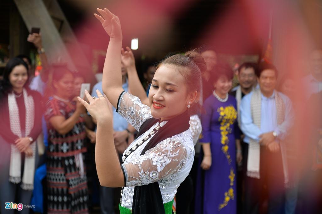 Pho chu tich Quoc hoi tham Lang van hoa cac dan toc Viet Nam hinh anh 12