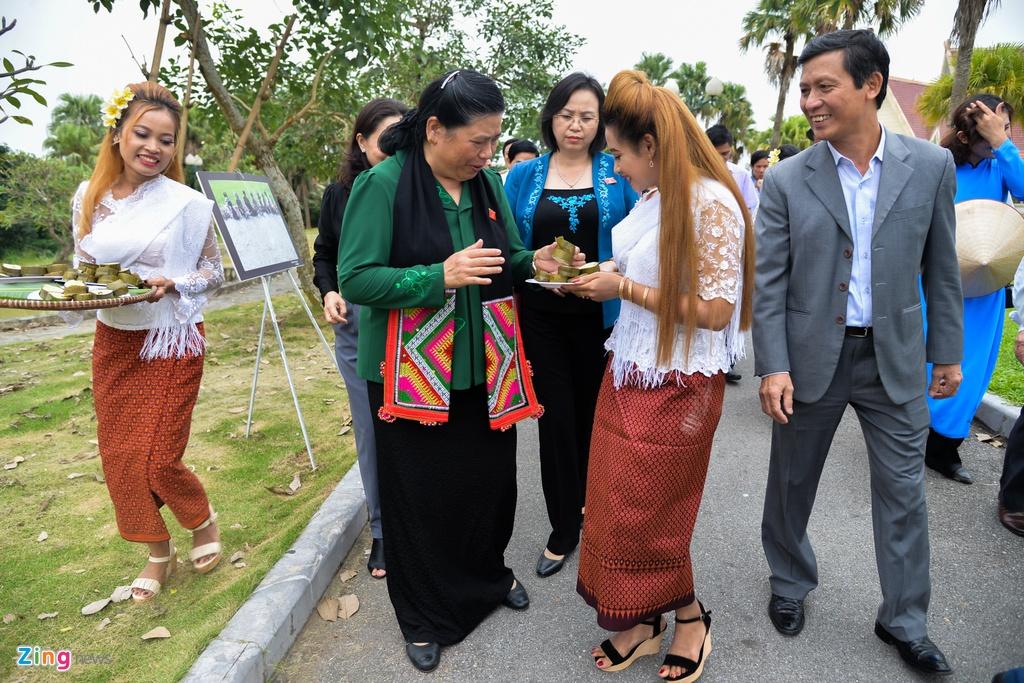 Pho chu tich Quoc hoi tham Lang van hoa cac dan toc Viet Nam hinh anh 7