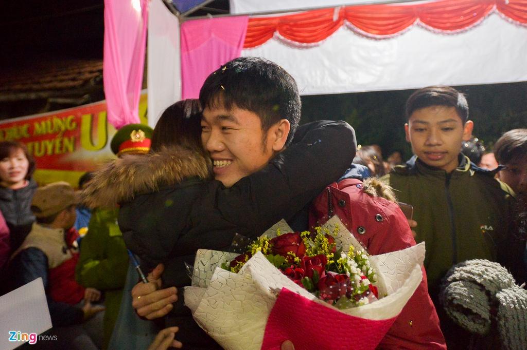 Nguoi ham mo vay kin nha Xuan Truong xin chu ky hinh anh 5