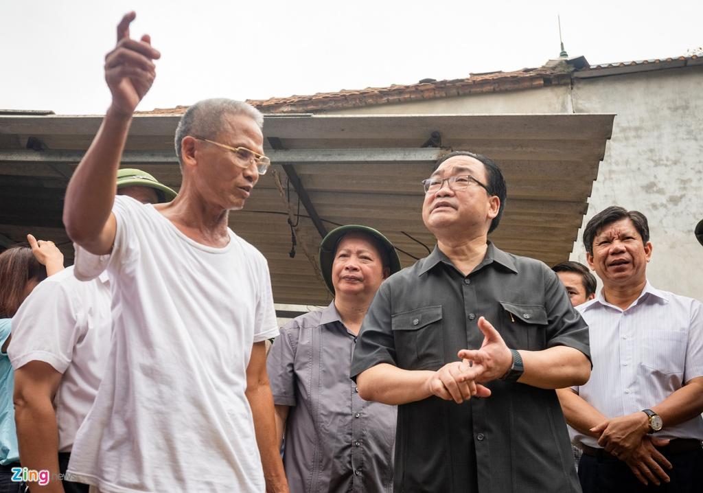 Bi thu Hoang Trung Hai tham nguoi dan vung ngap lut anh 6